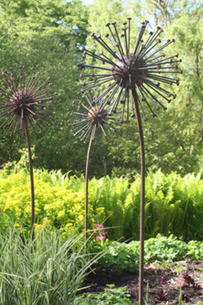 Seed head for Wire yard art